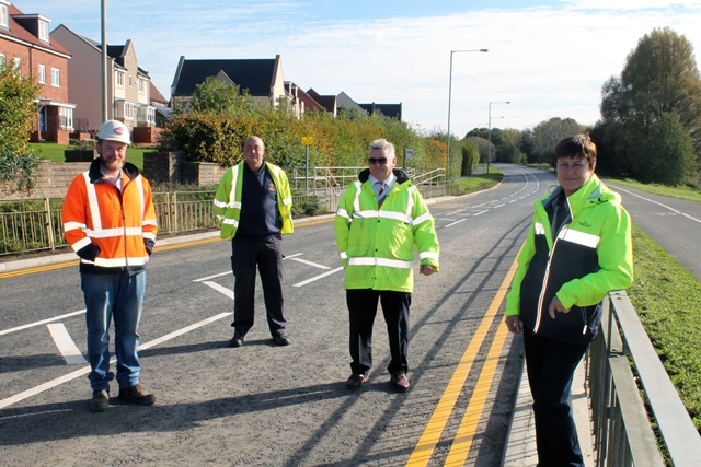 Cllr Martin at Akers Way with contractors
